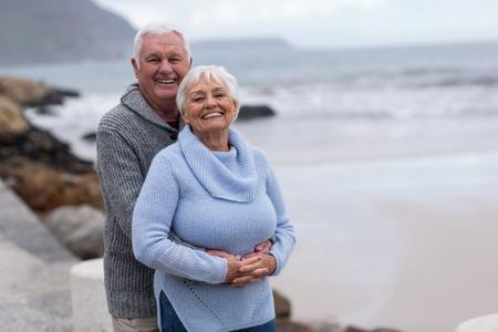 Photo pour Happy senior couple embracing each other on the beach - image libre de droit