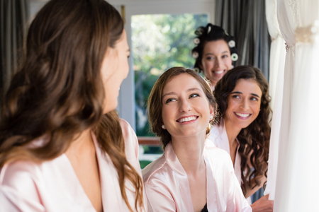 Photo pour Smiling woman interacting with each other at home - image libre de droit