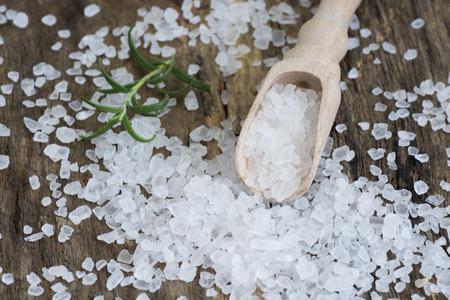 Photo pour Closeup of sea salt on wooden table - image libre de droit