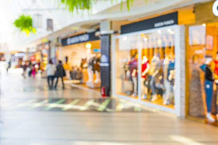 Photo pour Abstract background of shopping mall, shallow depth of focus. - image libre de droit