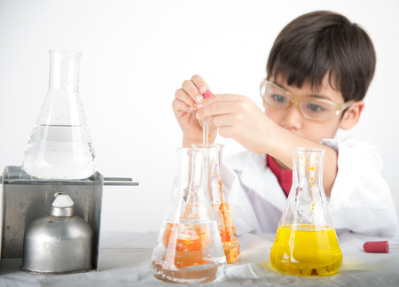Photo pour Little boy learning in chemecal in science in class - image libre de droit