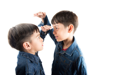 Photo pour Little sibling boy brothers checking there tall each other - image libre de droit