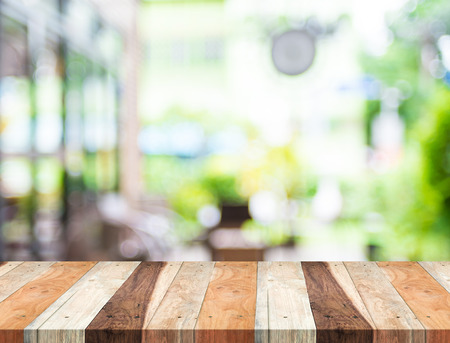 Photo pour Empty tropical wood table and blurred garden cafe light background. product display template.Business presentation. - image libre de droit