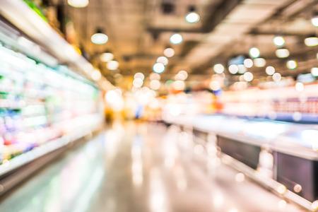 Photo pour Supermarket store blur background with bokeh,defocused light in store. - image libre de droit