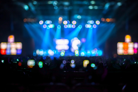 Photo pour Blurred background : Bokeh lighting in concert with audience ,Music showbiz concept. - image libre de droit
