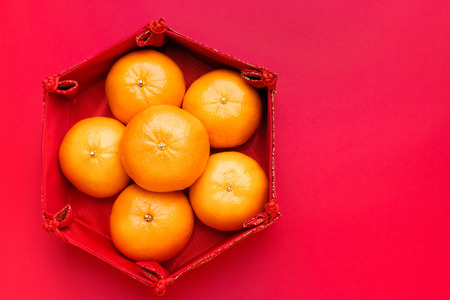 Photo pour Group of orange tangerine in Chinese pattern tray on red table top. Chinese new year concept - image libre de droit