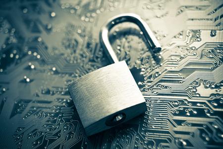 Foto de open security lock on computer circuit board - computer security concept - Imagen libre de derechos