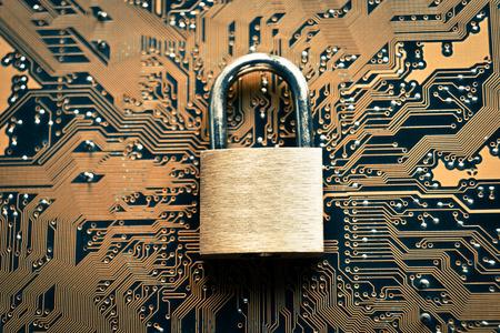 Photo pour security lock on computer circuit board - computer security concept - image libre de droit