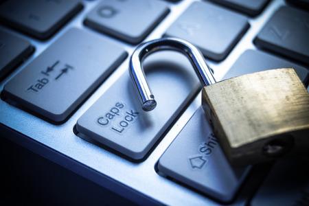 Foto de open security lock on computer keyboard - computer security breach concept - Imagen libre de derechos