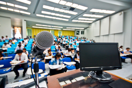 Foto de A microphone with blur background of many students learning - Imagen libre de derechos