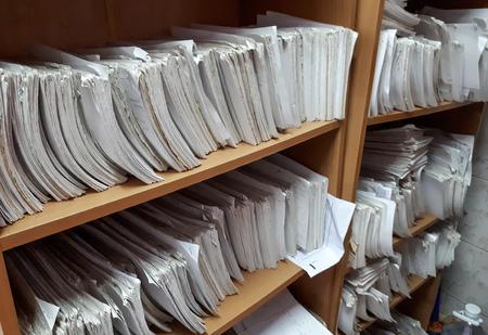 Foto de A cupboard full of paper files / inefficiency of paper based filing system - Imagen libre de derechos