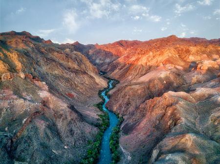 Foto de River through Charyn Canyon in South East Kazakhstan - Imagen libre de derechos