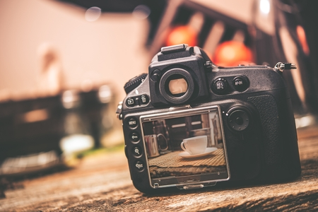 Foto de Food Photography. Professional Digital Camera with Table with White Coffee Cup Photo Preview. Food Photography Studio. - Imagen libre de derechos