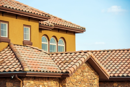 Photo pour Slates Roof. Modern American South West Style Home Roof Closeup Photo. - image libre de droit