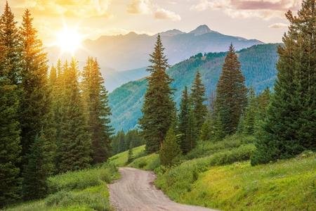 Photo pour Mountain Landscape. Colorado Wilderness Backcountry Road. - image libre de droit