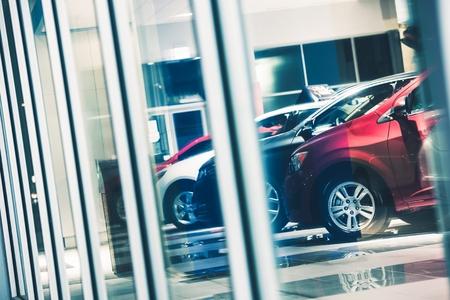Photo pour Car Dealer Window Shopping. Dealer Cars Stock. Showroom Exposition.  - image libre de droit