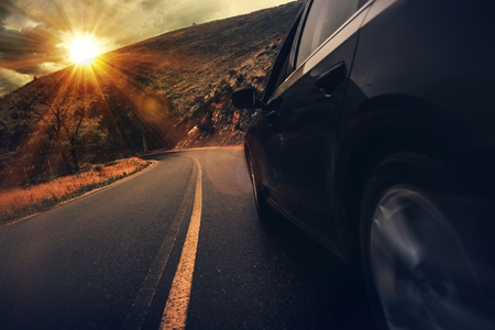 Photo pour Summer Highway Drive. Mountain Road Driving at Sunset. - image libre de droit
