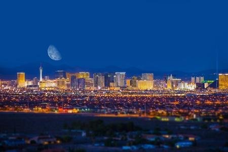 Foto de Las Vegas Strip and the Moon. Las Vegas Panorama at Night. Nevada, United States. - Imagen libre de derechos