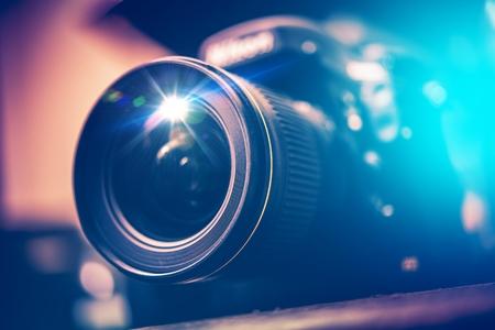 Foto de Digital SLR Camera with Wide Angle Lens - Imagen libre de derechos