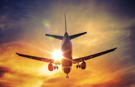 Foto de Landing Airplane and the Sun. Air Travel and Transportation Photography Concept. - Imagen libre de derechos