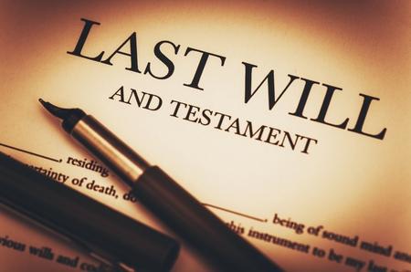Photo pour Last Will Document and Fountain Pen Closeup Photo. - image libre de droit