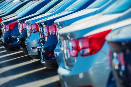 Photo pour Row of New Cars on the Car Dealer Parking Lot - image libre de droit