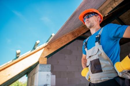Photo pour Proud Caucasian Home Builder Contractor Preparing For Roof Finishing. House Building Concept. - image libre de droit