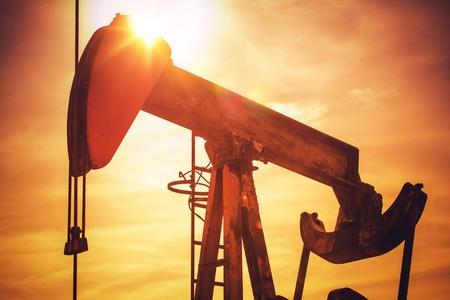 Foto de Oil Pump on California Prairie. Scenic Industrial Sunset. Oil Industry Theme with Pumping Unit. - Imagen libre de derechos