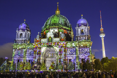 Photo pour Berlin Cathedral (Berliner Dom) illuminated during sunset - image libre de droit