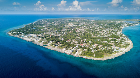 Photo pour Aerial view of Grand Cayman island in the Caribbean - image libre de droit