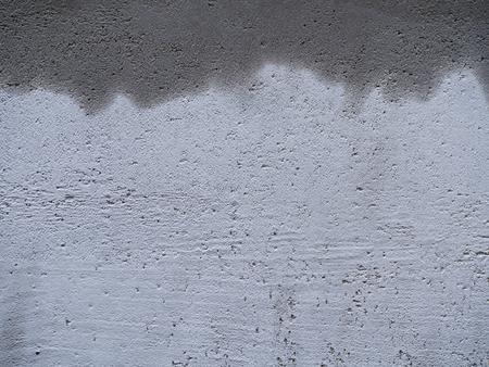Foto de The White Rough Wall, Water Comes out on Top - Imagen libre de derechos