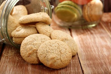 Foto de Homemade coconut meringue macaroon cookie in the jar - Imagen libre de derechos