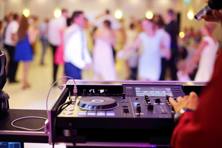 Foto de Dancing couples during party or wedding celebration - Imagen libre de derechos