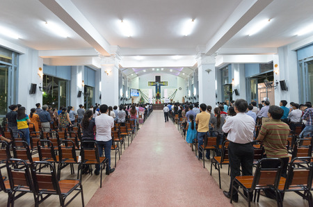 Photo pour HO CHI MINH - DEC 28, 2014: Unidentified people stand at public worship in the Hanh Thong Tay Catholic church in Quang Trung Street. Vietnam has the fifth largest Catholic population in Asia. - image libre de droit