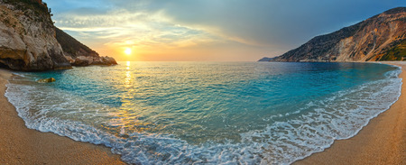 Photo pour Sea sunset view from Myrtos Beach (Greece,  Kefalonia, Ionian Sea). - image libre de droit
