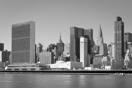 Foto de Manhattan skyline highlighting the building of the United Nations - Imagen libre de derechos
