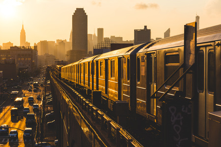 Photo pour Subway Train in New York at Sunset - image libre de droit