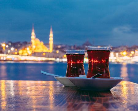 Photo pour Typical Turkish Tea with Istanbul City on Background - image libre de droit