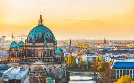 Foto de Berlin aerial view at sunset. Berlin Cathedral dome and cityscape. Golden light over Berlin rooftops in the late afternoon. Travel and architecture concepts - Imagen libre de derechos