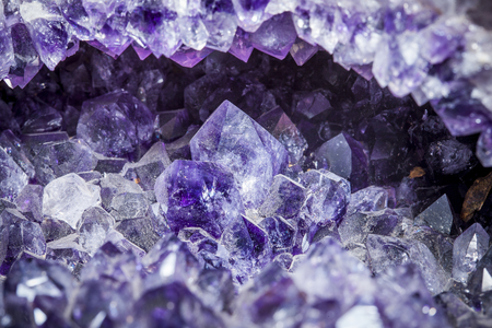 Foto de druse rock of a amethyst - Imagen libre de derechos