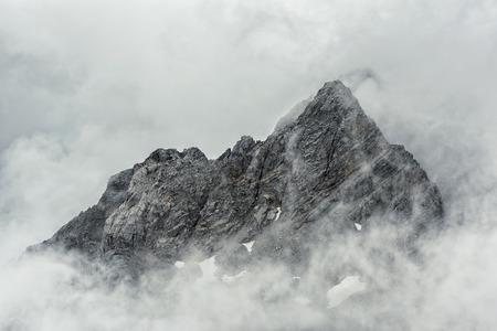 Photo pour Jade Dragon snow mountain Lijiang city, Yunnan China - image libre de droit