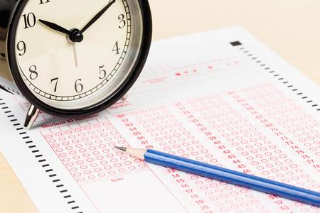 Foto de Answer sheet with pencil and alarm clock - Imagen libre de derechos