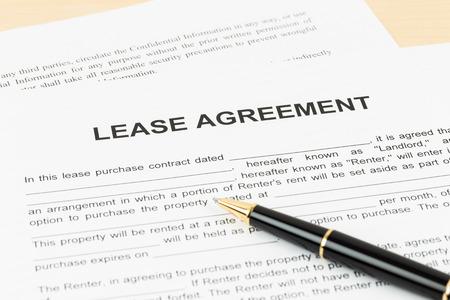 Photo pour Lease agreement with pen document is mockup - image libre de droit