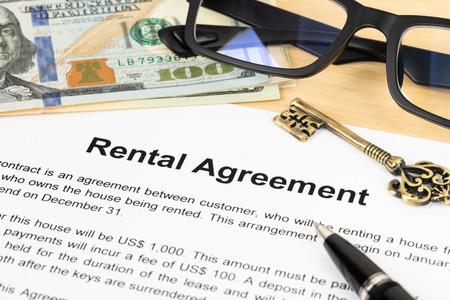 Photo pour Rental agreement paperwork; document is mock-up - image libre de droit