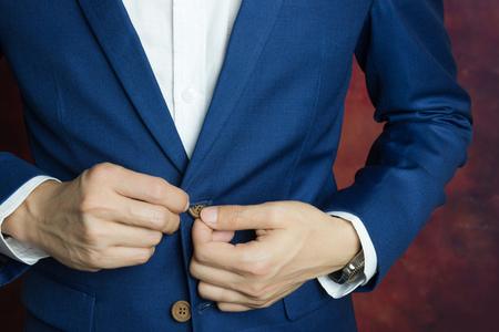 Foto de Man in blue suit two bottons, doing button - Imagen libre de derechos