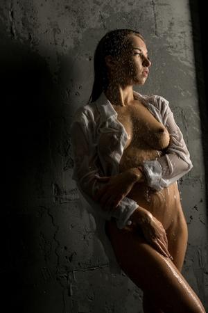 Foto de Girl topless in wet clothes profile shot - Imagen libre de derechos