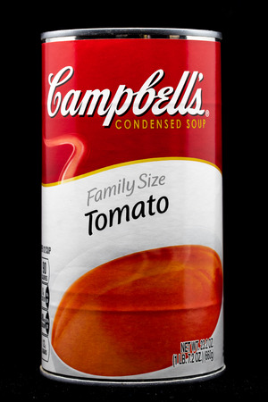 Photo pour ST. PAUL, MN/USA - MARCH 4, 2019: Campbell's Tomato Soup and trademark logo. Campbell's is an American producer of canned soups and related products. - image libre de droit