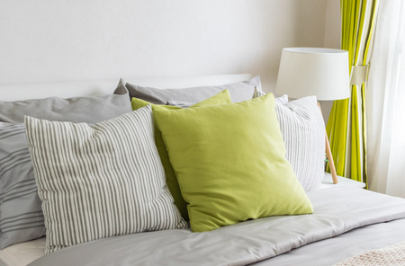 Photo pour modern bedroom with green pillow on bed - image libre de droit