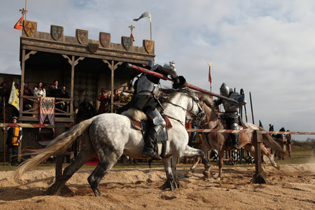 Foto de MILOVICE, CZECH REPUBLIC - OCTOBER 23, 2013: Medieval jousting competition during the filming of the new movie The Knights directed by Carsten Gutschmidt near Milovice, Czech Republic. - Imagen libre de derechos