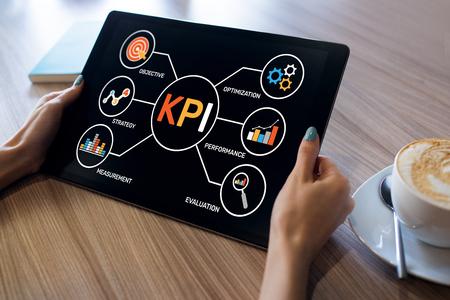 Photo pour KPI Key Performance Indicator. Industrial Manufacturing Business Marketing Strategy Concept. - image libre de droit